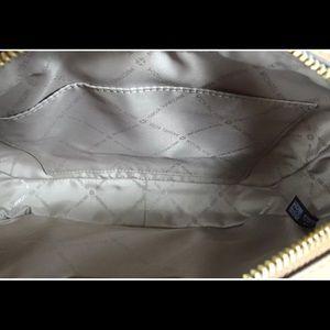 Michael Kors Bags - Michael kors Jet set large Crossbody in vanilla